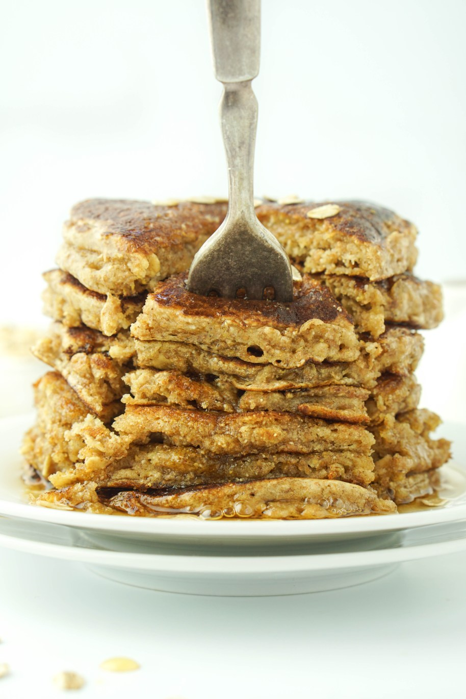 Healthy Oatmeal Pancakes! Sugar-free, low-fat and whole grain! #healthy #pancakes #oatmeal _
