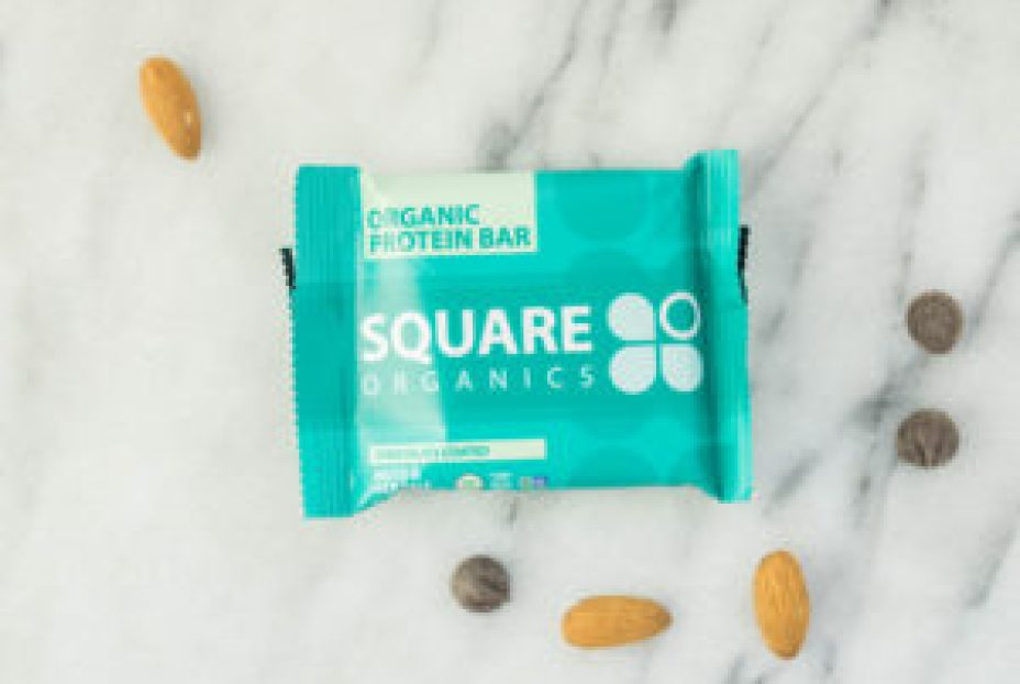 REVIEW of the 8 Most Popular Protein Bars! Builder, RX Bars, Perfect Bars, Oatmega, Go Macro, Quest Bar, SquareBars and NuGo bars | www.wakeuptowaffles.com