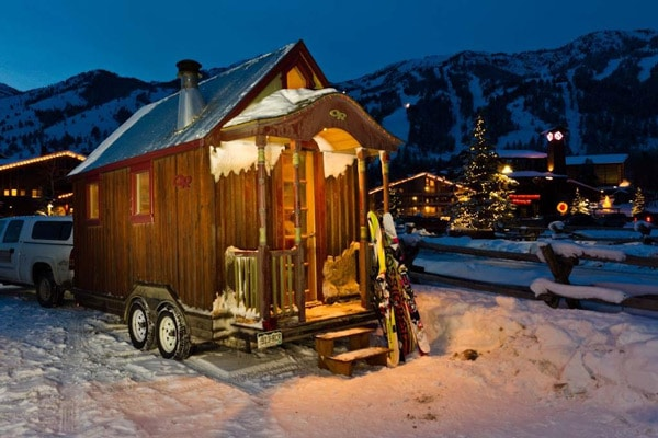 Tiny-House-at-Night