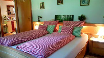 Schlafzimmer Ferienwohnung Wald Kobel