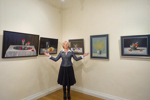 Jolanda beim Ausstellung im Rittersaal