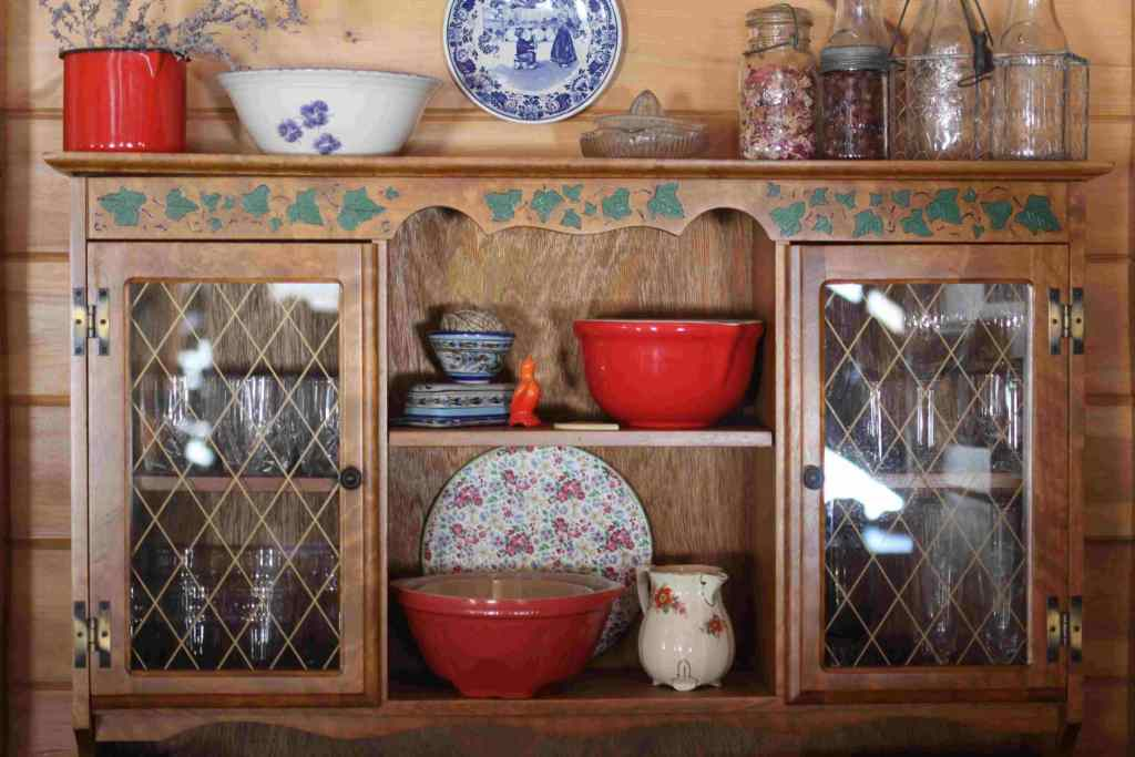 8 Rustic Kitchen Décor Ideas for Your Homestead - Used furniture for the kitchen is functional and modular