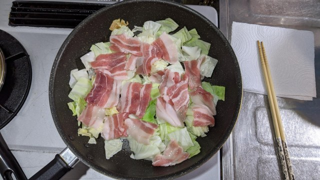 Frying the cabbage and the pork