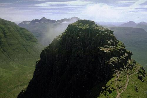 3 of the Best Mountain Walking Routes in Scotland - Photo from Barbersasa