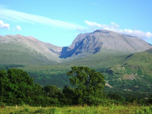 3 of the Best Mountain Walking Routes in Scotland - Photo from wikimedia
