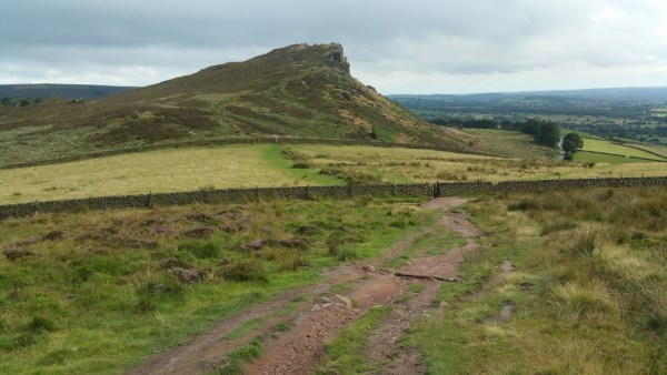 Walks And Walking - The Loaches Walk In The Peak District - Hen Cloud.