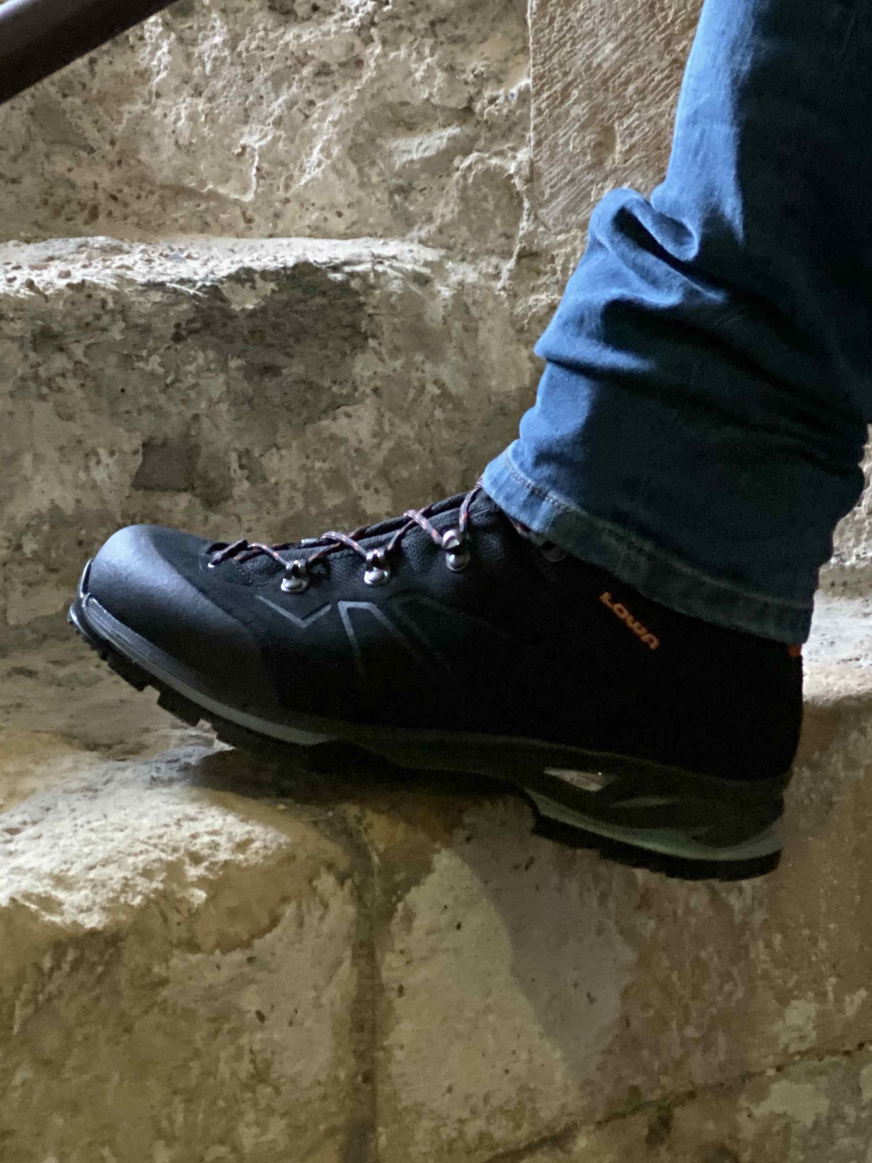 LOWA BALDO GTX MENS WALKING BOOTS