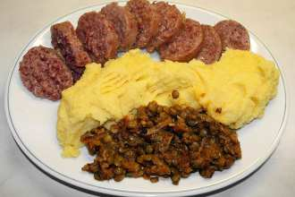 Sausage and lentils, popular foods in Italy for capodanno