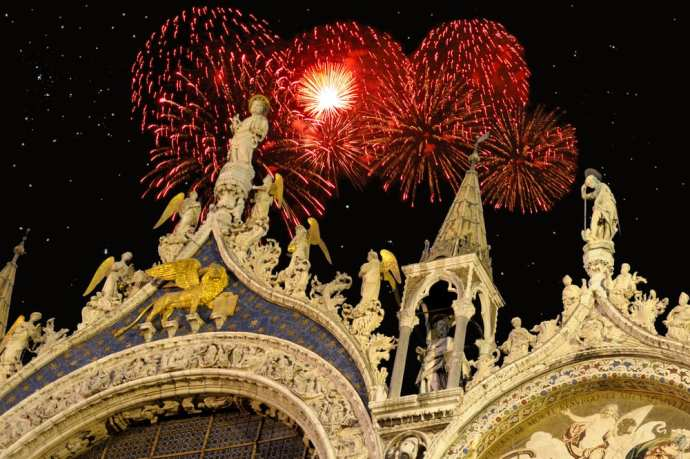 Christmas In Italy Decorations.Christmas In Venice Markets Midnight Mass And Murano Glass