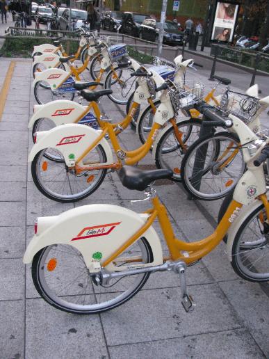 How to Take Public Transport in Milan
