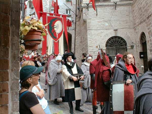 The Calendimaggio is a serious event for Assisi locals! Photo by Gunnar Bach Pedersen