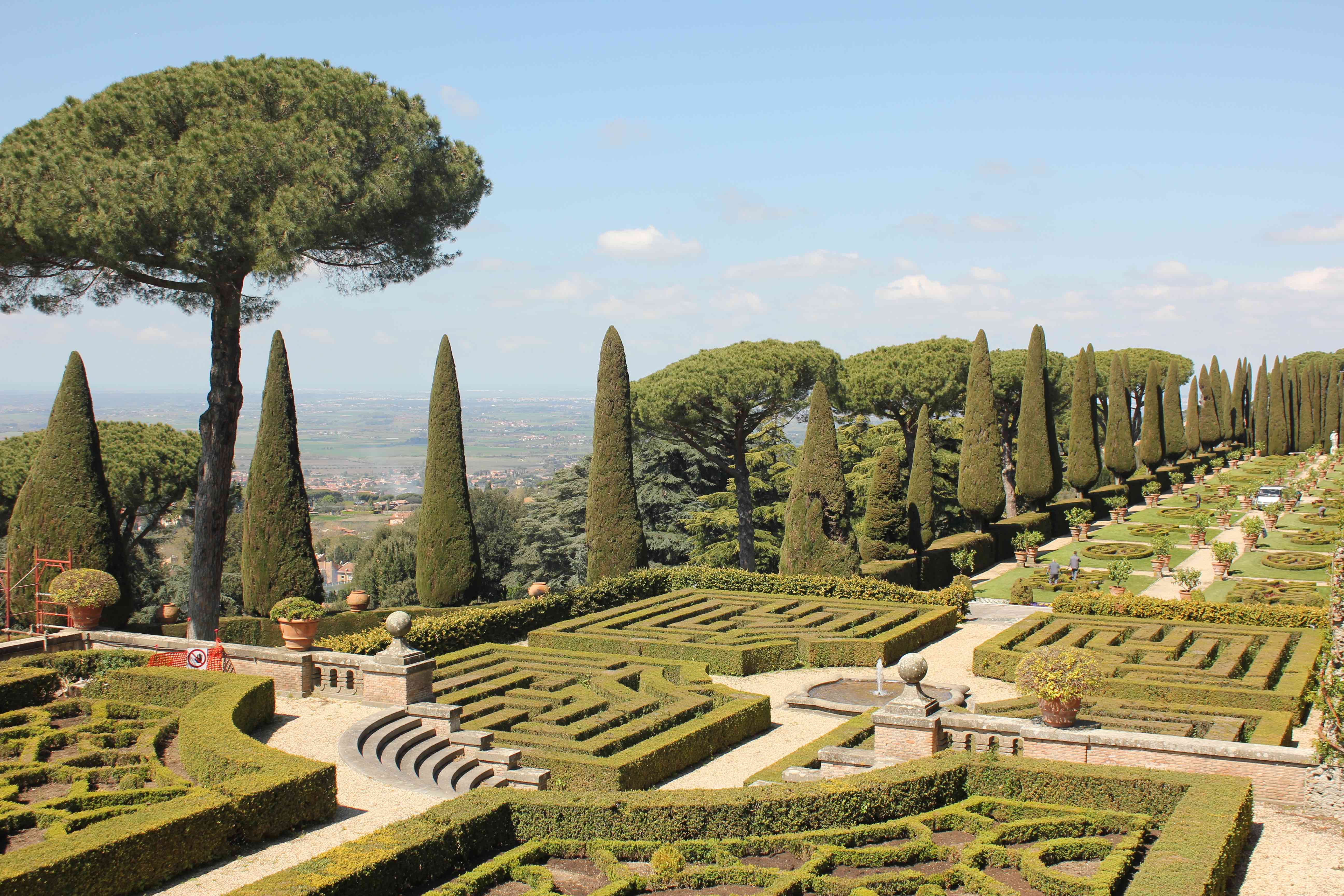Castel Gandolfo Is The Roman Day Trip You Didn't Know You Needed