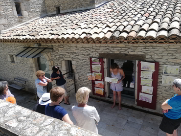 Group of artists discussing about their paintings during their art holidays in France with Walk the Arts
