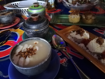 Tasting Colombian Coastal food during our workshop for artists all levels and foodies in South America