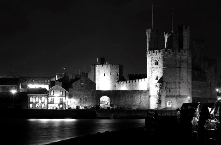 caernarfon-castle-at-night