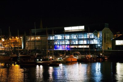 galeri-at-night