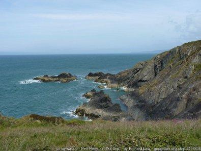 Pen Peles - rocks and cliffs below the Coastal Path