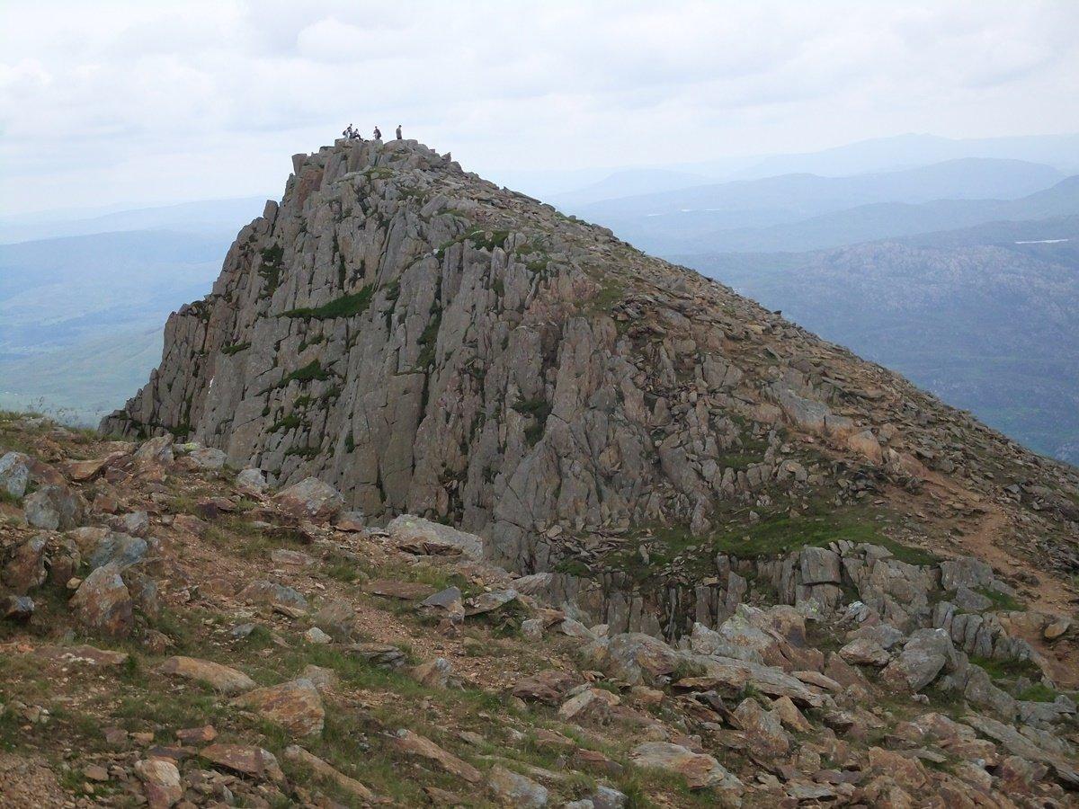 Scramble up Y Gribin Ridge and Y Lliwedd on Snowdon