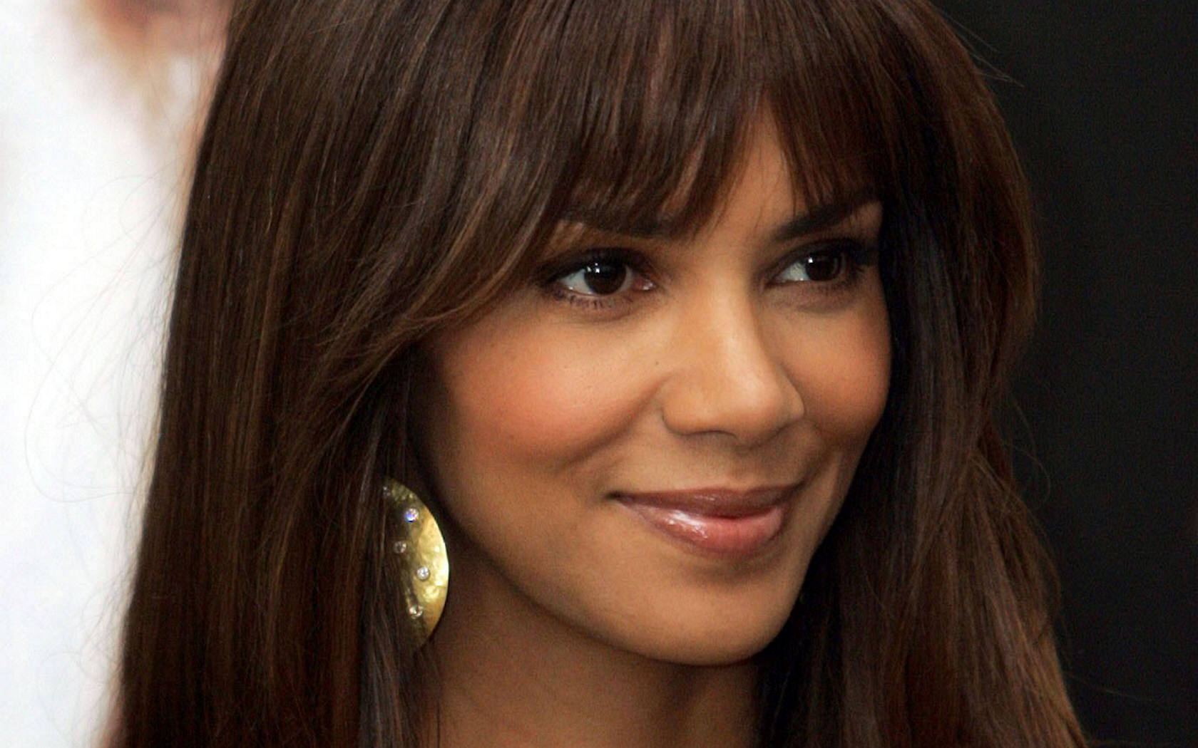 30 Inspirational Halle Berry Hairstyles CreativeFan