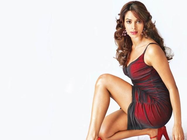 Mallika Sherawat Hot Bollywood Actress Wallpaper