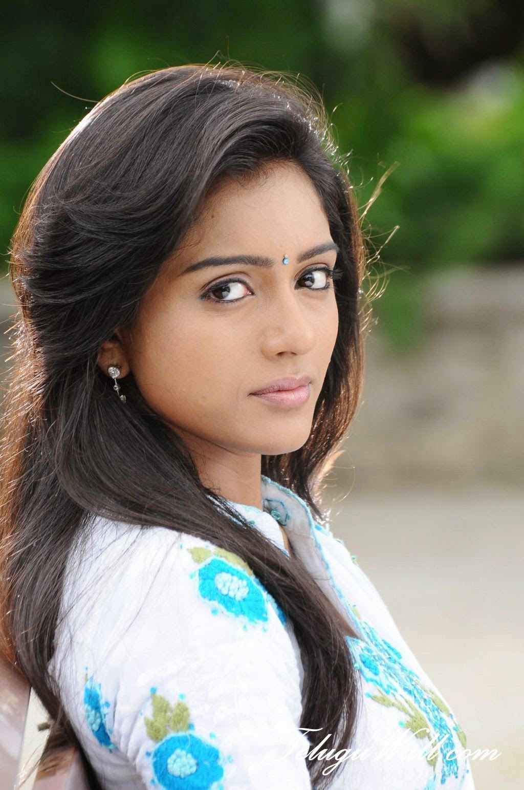 Tamil Actress Hd Wallpapers For Mobile 1024x1543 Download Hd Wallpaper Wallpapertip
