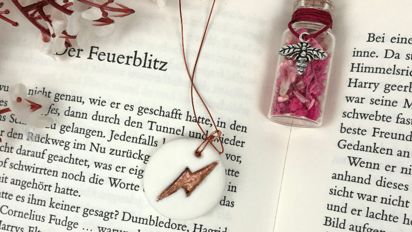 Harry Potter clay necklace with leaf gold #harrypotter #diy #handmade