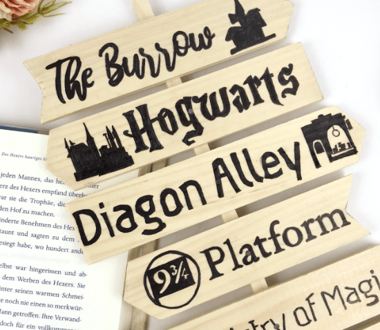 Free template for a Harry Potter themed signpost #harryPotter #freedownload #templage #signpost #diy #crafts