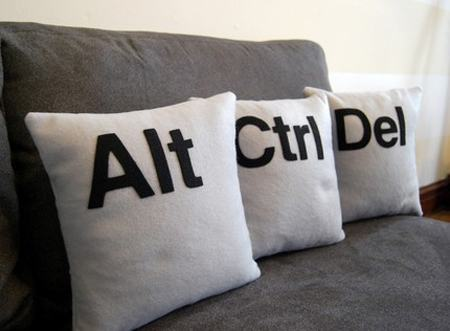 https://i2.wp.com/www.walyou.com/blog/wp-content/uploads/2009/04/ctrl-alt-del-pillow.jpg
