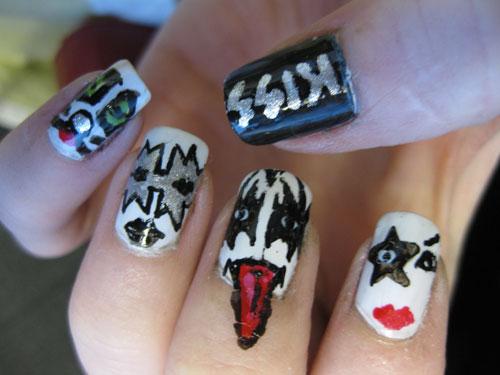 https://i2.wp.com/www.walyou.com/blog/wp-content/uploads/2009/12/kiss-costume-nail-design.jpg