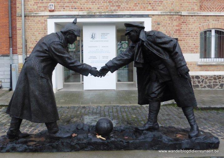 standbeeld ter herdenking van het kerstbestand Christmas Truce