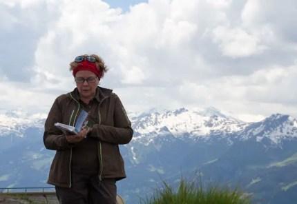 Auf dem Gipfel des Kreuzkogels hat uns Maria Knapp mit einem gefühlvollen Gedichtvortrag überrascht.