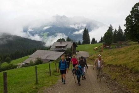 Maria (links) führte unsere Wandertour auf dem Salzburer Almenweg.