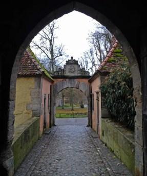 Blick durch das Burgtor in Rothenburg