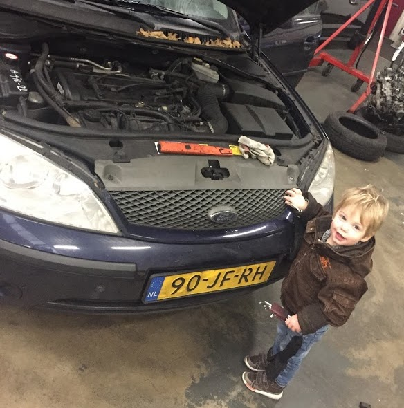 Pech met de Ford in de garage.