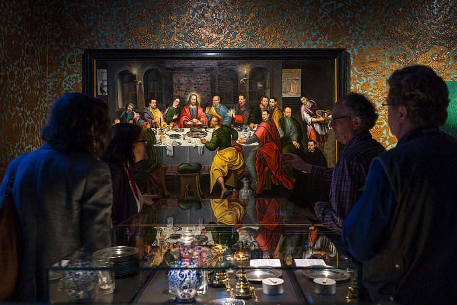 Visitantes en el museo M de Lovaina