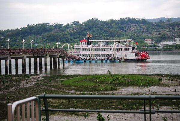 getting around taipei - ferry