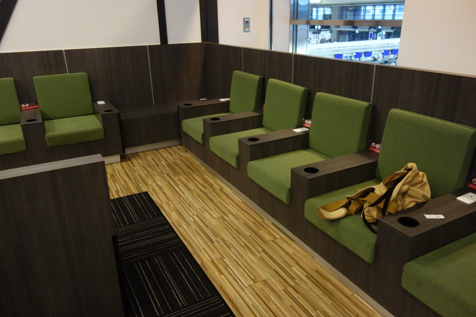 Seating Iass Priority Pass Lounge Review Narita Airport