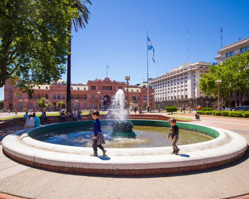Boys playing at the fountain in Plaza de Mayo.