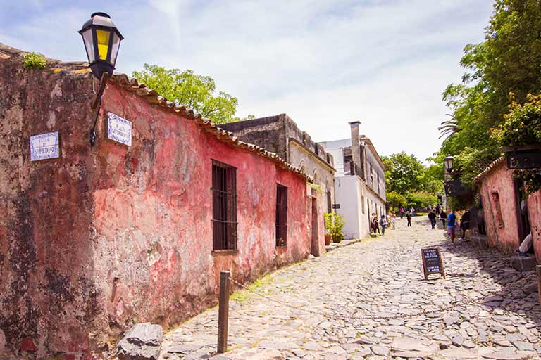 Travel in Colonia del Sacramento Uruguay with kids