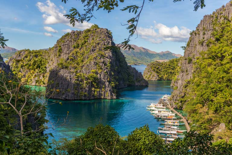 With over 7000 islands to explore, it's no wonder visiting the Philippines with kids is so popular