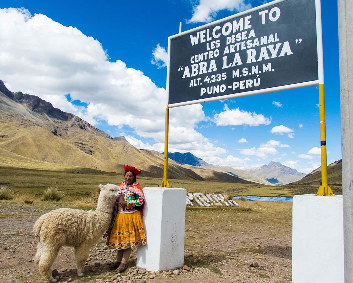 Indigenous woman in La Raya Peru