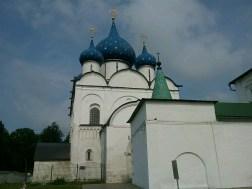 Die über 760 Jahre alte Mutter-Gottes-Geburtskathedrale, neuzeitlich aufgehübscht mit Sternchen auf den Kuppeln.