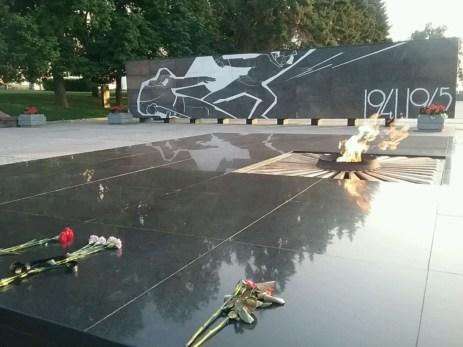 Keine Russische Stadt ohne das ewige (!) Feuer am Denkmal des unbekannten Soldaten, so auch hier in Nischni Novgorod. Stellvertretend für alle namentlich nicht fassbar Gefallenen des zweiten Weltkrieges.