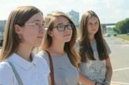 Mit dabei: Die junge Bildungs-Elite, auch interessiert an so unkonventionelle Erscheinungen wie Wanderer auf dem Weg um die Welt.
