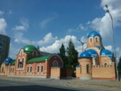 Unweit der Innenstadt von Yoshkar Ola fallen wieder diese farbenfrohen Kuppeln der Kirchen auf.