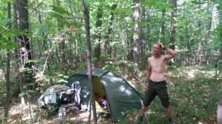Zelten im Stadtwald nahe dem Palast der Kulturen, und wo sind die Moskitos geblieben? Die sumpfige Wolga gleich in Sichtweite und kaum Mücken.... welch ein Geschenk :-)