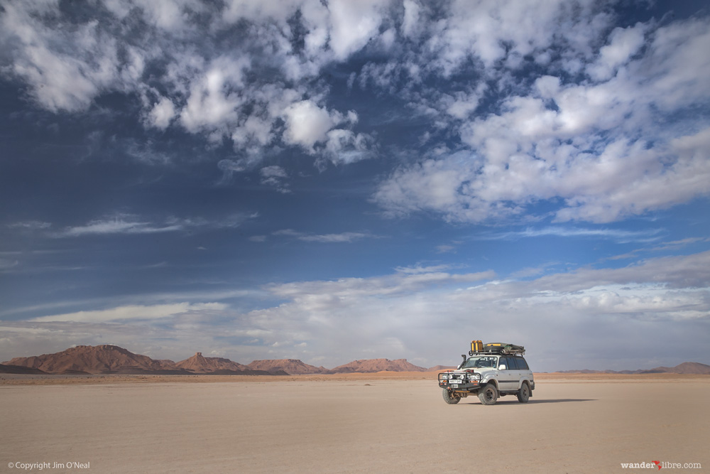 Toyota Land Cruiser 80 Series in the Moroccan desert