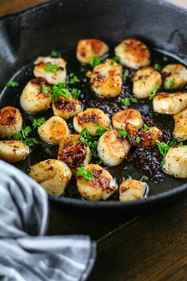 honey sriracha glazed scallops