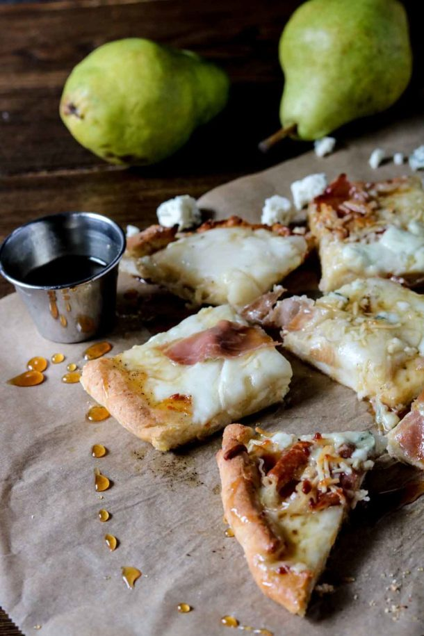 pear-gorgonzola-honey-gluten-free-pizza