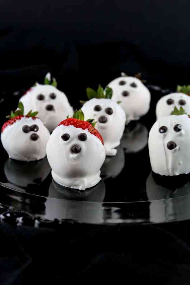 chocolate-covered-strawberry-ghosts